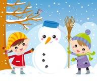 Jonge geitjes en sneeuwman Stock Afbeelding