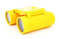 Jonge geitjes gele plastic verrekijkers Stock Foto