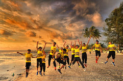 Jonge geitjes het springen van vreugde Stock Foto