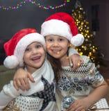 Jonge geitjes in Kerstmis stock foto's