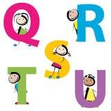 Jonge geitjes met brieven q-u Royalty-vrije Stock Foto