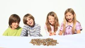 Jonge geitjes met geld Royalty-vrije Stock Fotografie