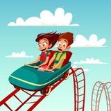 Jonge geitjes op de illustratie van het rittenbeeldverhaal van jongen en meisje die op achtbaan in pretpark berijden stock illustratie