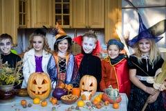 Jonge geitjes op Halloween Royalty-vrije Stock Afbeeldingen