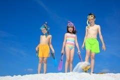 Jonge geitjes op het strand Royalty-vrije Stock Afbeeldingen