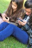 Jonge geitjes op Sociale Netwerken Stock Afbeeldingen