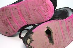 Jonge geitjes uitgeputte schoenen Royalty-vrije Stock Fotografie