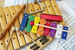 Jonge geitjesinstrumenten stock foto