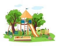 Jonge geitjesspeelplaats in stadspark Schommeling, zandbak, dia, boom en bank Stock Foto's