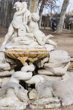 Jonge geitjesstandbeeld in park Stock Afbeelding