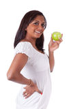 Jonge gelukkige Indische vrouw die een appel houden Royalty-vrije Stock Afbeelding