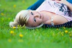 Jonge gelukkige vrouw Stock Fotografie