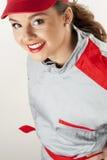 Jonge gelukkige vrouw die werktuigkundigenoverall draagt stock foto