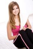 Jonge geschikte vrouw die op witte achtergrond wordt geïsoleerde Royalty-vrije Stock Afbeeldingen