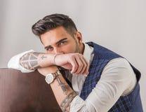 In jonge geschotene mens in studio het dragen van elegant vest royalty-vrije stock afbeelding