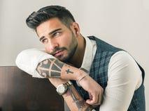 In jonge geschotene mens in studio het dragen van elegant vest royalty-vrije stock afbeeldingen