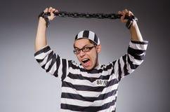 Jonge gevangene in kettingen tegen grijs royalty-vrije stock foto