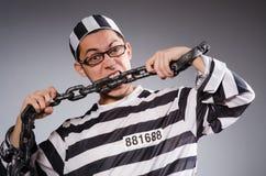Jonge gevangene in kettingen tegen grijs royalty-vrije stock fotografie