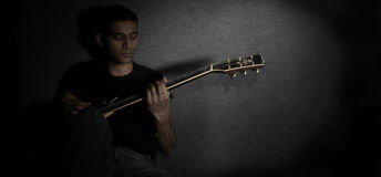Jonge gitarist Royalty-vrije Stock Foto's