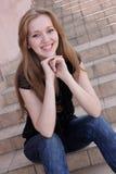 Jonge glimlachende vrouw Royalty-vrije Stock Afbeeldingen