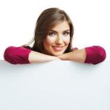 Jonge glimlachende vrouw met lege raad Stock Foto