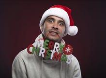 Jonge grappige kerel met Kerstmishoed Stock Fotografie