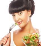 Jonge grappige vrouw die salade eten royalty-vrije stock afbeeldingen