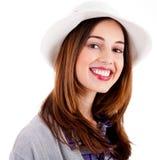 Jonge het glimlachen gezichts model dragende hoed stock afbeelding