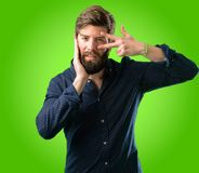Jonge hipstermens met baard en overhemd royalty-vrije stock fotografie