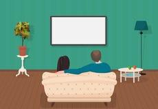 Jonge huiselijke man en vrouwen die TV op programma samen in de woonkamer letten Vector illustratie Royalty-vrije Stock Foto