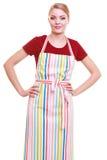 Jonge huisvrouw of barista die geïsoleerde keukenschort dragen Stock Afbeelding