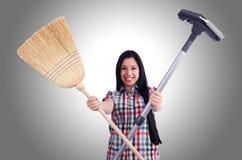 Jonge huisvrouw die huishouden doen Royalty-vrije Stock Afbeelding