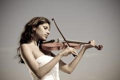 Jonge Indische vioolspeler Royalty-vrije Stock Foto