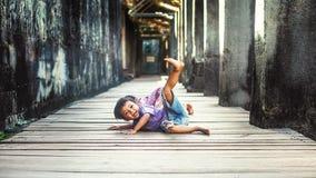 Jonge jongen in Angkor Wat Royalty-vrije Stock Afbeelding