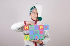 Jonge jongen die een Gelukkig Nieuwjaarteken houden Stock Afbeelding
