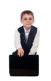 Jonge jongen die met laptop werken Stock Afbeelding