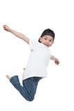 Jonge jongen die met vreugde springt royalty-vrije stock foto's