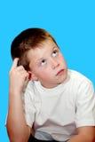 Jonge jongen in diepe gedachte stock foto