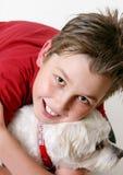 Jonge jongen en een hond royalty-vrije stock afbeelding