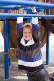 Jonge jongen in het park Stock Foto's
