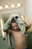 Jonge Jongen met Handdoek Royalty-vrije Stock Afbeeldingen