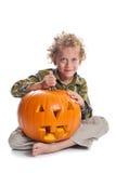 Jonge jongen met hefboom-o-lantaarn stock foto