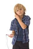Jonge jongen met hoofdtelefoons Stock Afbeelding