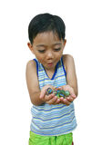 Jonge jongen met marmer stock foto