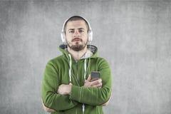 Jonge jongen met mp3 speler Stock Foto's