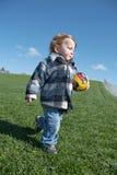 Jonge jongen met stuk speelgoed voetbalbal Stock Fotografie