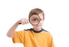 Jonge jongen met vergrootglas Stock Afbeeldingen