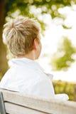 Jonge jongen op bank Royalty-vrije Stock Afbeeldingen