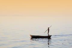 Jonge jongen visserij stock afbeelding