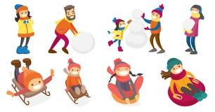 Jonge Kaukasische witte mensen die in sneeuwreeks spelen Stock Afbeelding